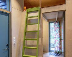 Arkitekten fikk to dager på å bestemme seg for om han ville kjøpe tomten. Ett år senere sto hytta ferdig. - Aftenposten Bookcase, Shelves, Home Decor, Shelving, Shelving Racks, Bookshelves, Interior Design, Home Interior Design, Book Stands