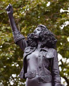 La estatua del manifestante 'Black Lives Matter' reemplaza el monumento del comerciante de esclavos en Bristol, Inglaterra - Geledés