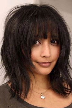 24 Chic Medium Length Layered Haircuts for a Trendy Look Medium length layered haircuts are a superb choice for modern women. In today's fast moving and hectic pace of life, it is hard to stay well-co (Coiffure Pour Ados) Medium Length Hair Cuts With Layers, Bangs With Medium Hair, Medium Hair Cuts, Short Hair Cuts, Medium Hair Styles, Short Hair Styles, Layered Bob With Bangs, Hairstyles For Medium Length Hair With Bangs, Bobbed Hairstyles With Fringe