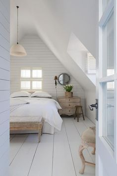 Brilliant Attic remodel,Attic renovation insulation and Small attic bathroom designs. Attic Bedroom Small, Attic Loft, Loft Room, Attic Spaces, Bedroom Loft, Bedroom Decor, Attic Bathroom, Bedroom Ideas, Garage Attic