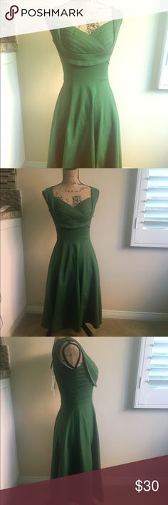 NEW vintage inspired green dress 🎉🎉NWT🎉😍 zip up side great material that stretches. T length gorgeous flow back collar Dresses