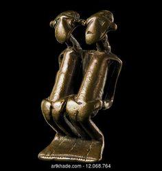 A Kulango Pendant, Ivory Coast Kulango / Kulongo PERIOD XIX-XXth century CATEGORIES Figure, Breast Ornament / Pectoral / Pendant FEATURES Double, Anthropomorphic MATERIALS Brass SIZE 4.00 cm