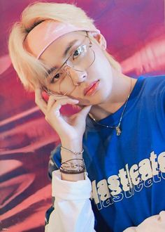 Kim Taehyung or BTS V is known for his duality. He can possess a totally different persona, from being cute to being extremely hot. Foto Bts, Bts Photo, V Taehyung, Namjoon, Daegu, Bts Boys, Bts Bangtan Boy, Kpop, Boy Band
