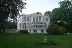Pistes des Aigles à Chantilly, propriété de presige édifiée en 1910 Prestige, House Styles, Home, Character Home, Dance Floors, Houses, House, Ad Home, Homes