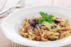 This pasta with Gorgonzola, grapes and pancetta comes together in less ...