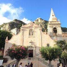 sisters in travel-taormina-pazzale ix aprile-igreja