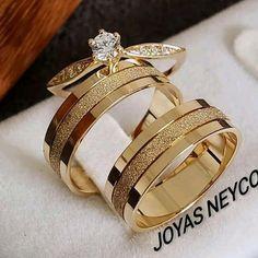 Hermosas Joyas para boda en oro italiano 750 Gold Ring Designs, Gold Earrings Designs, Couple Ring Design, Fashion Rings, Fashion Jewelry, Engagement Rings Couple, Classic Wedding Rings, Golden Ring, Expensive Jewelry