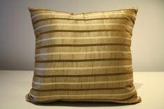 de la boutique AteliersTaffetas sur Etsy Beige, Throw Pillows, Couture, Boutique, Etsy, Slipcovers, Home, Toss Pillows, Cushions