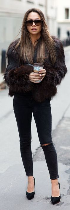 brown fur jacket. black knee cut skinny jeans.