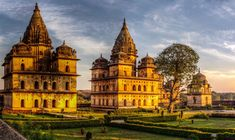 Visit the best 35 places of the heart of India, Madhya Pradesh that embrace ancient temples forts, palaces, national parks, prehistoric caves and much more. #Travel #MP