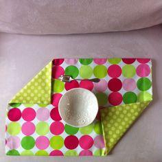 Handmade 2ble sided designer fabric table set, with modern colors One side: large multicolor dotsOn side: small green dots100% quality cotton, machine washable.Dim: 33 X51 Cm----------Set de table cousu main en tissus (motifs dessinés par un créateur) utilisable recto/verso,un côté: point large multi- couleur,un côté: point petit en deux nuance de vert,100 % Coton de qualité, lavable en machineDim: 35 X 46 Cm