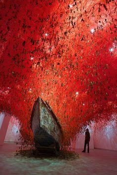 Chiharu Shiota - The Key in the Hand, [The International Art Exhibition - la Biennale di Venezia, Venice / Italy]photo by Sunhi Mang Land Art, Modern Art, Contemporary Art, Instalation Art, Art Abstrait, Japanese Artists, Conceptual Art, Public Art, Oeuvre D'art