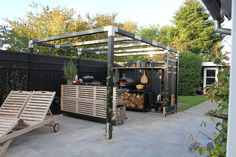 Maak een creatief systeem voor een oase in de tuin. Met de mooie tuinschermen, hekken en palen van Plus Danmark maak je bijvoorbeeld prachtige buitenruimtes en laat de creativiteit de vrije loop. De authentieke kleuren lijken op riet en hout en passen mooi bij de kleuren van de natuur. Maak combinaties van hout en andere moderne materialen zoals glas, WPC composiet, staal en maak het af met onze diverse accessoires.