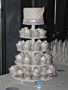 - Weeding cake and cupcakes tower