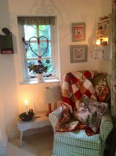 The Run Down On Plaid Bedding Ideas Exposed 128 Cosy Room, Decor, Cottage Style, Cozy House, Cozy Corner, Cottage Decor, Home Decor, House Interior, Country House Decor