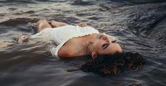 Stille - Frau im Wasser