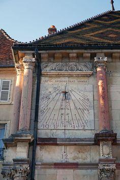 Cadran solaire sur l'Hôtel de Ville de Gray (Haute-Saône)