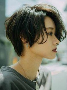 Pin on ヘアスタイル Shot Hair Styles, Hair Styles 2016, Medium Hair Styles, Curly Hair Styles, Medium Curly, Mens Hair Medium, Long Curly, Medium Long, Curly Bob