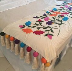 Table Bed runner embroidered P Mexican Embroidery, Crewel Embroidery, Hand Embroidery Designs, Ribbon Embroidery, Embroidery Patterns, Bed Runner, Vintage Decor, Needlework, Quilts