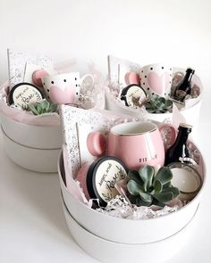 Ideias de presente para o Dia das Mães 19 DIY Gifts For Long Distance Boyfriend That Show You Care – By Sophia Lee Creative DIY Christmas Gifts – Uniq Mother's Day Gift Baskets, Gift Hampers, Gift Basket Ideas, New Mom Gift Basket, Gift Baskets For Women, Themed Gift Baskets, Christmas Gift Baskets, Bridal Gift Baskets, Mothers Day Baskets