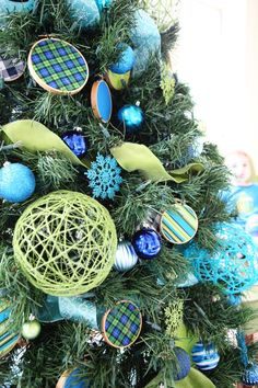 Blue & Green Christmas Tree with Yarn Balls & Embroidery Hoop Ornaments (Tutorials for both)