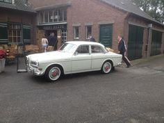 Zo, even tussen de buien door, lekker koffie. #bruiloft #volvo #trouwauto #Amazon #chauffeur http://www.volvo-trouwauto.nl