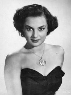 """María Elena Marqués (1926-2008) Fue una destacada actriz de la época de oro del cine mexicano. En 1943, trabaja en """"Doña Bárbara"""" junto a María Félix. Actuó en más de cincuenta películas en una trayectoria artística de tres décadas"""