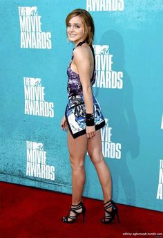 Emma Watson shows off long legs in a mini dress at the MTV Movie Awards 2012 Emma Watson Sexy, Lucy Watson, Emma Watson Beautiful, Emma Watson Sexiest, Belle Silhouette, My Emma, Le Jolie, Emma Stone, Belle Photo