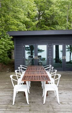 Everything You Need to Host A Summer Getaway