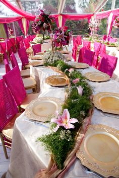 Wedding Decor / interesting table setup <3
