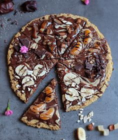 Sweet Pizza with an Apple Crust / Christmas Pizza - 50+ healthy vegan DESSERTS & easy BREAKFAST recipes for dummies and experts!