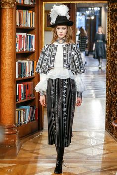 Chanel Pre-Fall 2015 Fashion Show - Lindsey Wixson