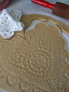 Lace imprinted cookies! adorable! (Site is in French but use the Google tool bar to translate it)