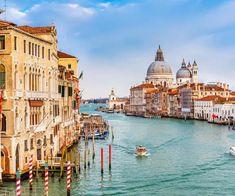 Scopri la nostra guida di Venezia e rendi speciale il tuo viaggio in Italia. Perditi tra le calli o sali in gondola per scoprirla da nuove prospettive.