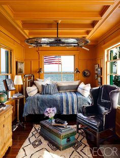 Designer Ken Fulk's Victorian cottage on Cape Cod plays with beachy decor in the library. The wing c... - Douglas Friedman