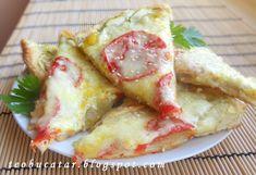 Tarta cu dovlecei si rosii este o reteta rapida si deloc pretentioasa.Cu cateva ingrediente obisnuite puteti obtine un aperitiv foarte bun: Ingrediente: -trei oua, -un praf de sare, -o lingurita cimbru, -2 linguri de ulei, -100 ml apa calduta, -o jumatate cub drojdie(15 g), -300 g faina, -2 dovlecei mici, … Hawaiian Pizza, Food And Drink, Pie
