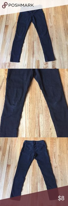 """Black jeggings Go out in comfort with these sassy black jeggings. Length hits right at the ankle. Perfect to wear with flats or sexy heals. Lightly worn and some light fading but still in great condition. Size 7 (Juniors), inseam measures 28"""". SO Jeans Skinny"""