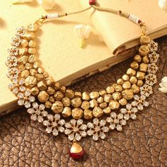 Ideal Handmade jewelry bracelets,Minimalist jewelry art and Fashion jewelry haute couture. Indian Wedding Jewelry, Bridal Jewelry, Prom Jewelry, Indian Jewelry Sets, Or Antique, Antique Jewelry, Ancient Jewelry, Celtic, India Jewelry