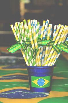 Inspiração Brasil na Copa do Mundo.   [drinks - decor - comidas - verde - amarelo - futebol - Brasil]