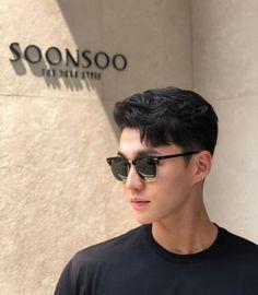 Asian Men Hairstyles: 28 Popular Haircut Ideas #asianhairstyles #asianhaircuts #asianmanbun #asianundercut #asianfadehaircut #menshairstyles #menshair #menshaircuts #koreanhaircut #koreanhairstyle #eboy #eboyhaircut #kpop #kpophairstyle Asian Fade Haircut, Korean Haircut Men, Asian Undercut, Korean Men Hairstyle, Haircuts For Medium Hair, Medium Hair Cuts, Haircuts For Men, Hipster Hairstyles, Men Hairstyles