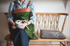 Nadine Anderson, Basketmaker, wears her Aabelard Apron #myaabelard