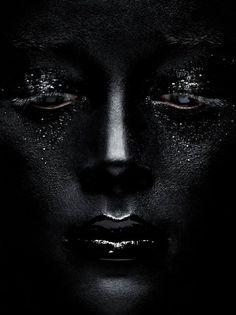 Cara en negro