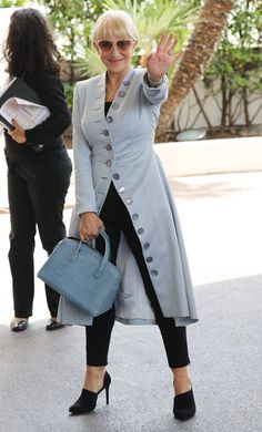 Helen Mirren rocks an awesome long coat, slim pants, asymmetric shoes... In pale blues and black. Tom&Lorenzo