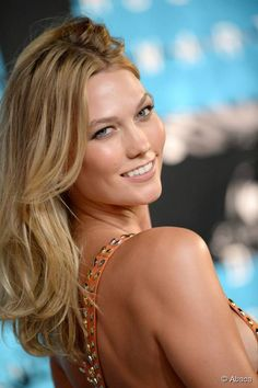 How to get Karlie Kloss's glowing skin from the 2015 MTV Video Music Awards.
