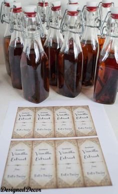 make labels to give vanilla extract as gifts Are you looking for that perfect homemade gift to give for the Holidays? Homemade Vanilla Extract is the perfect answer! Christmas Gifts To Make, Homemade Christmas, Christmas Snacks, Diy Christmas, Jar Gifts, Food Gifts, Gift Jars, Candy Gifts, Vanilla Extract Recipe