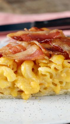 Mac 'n' Cheese Pie with Bacon Weave Serve mac 'n' cheese in style, as a pie topped with a savory bacon weave. Mac 'n' Cheese Pie with Bacon Weave Serve mac 'n' cheese in style, as a pie topped with a savory bacon weave. Mac N Cheese Bacon, Mac And Cheese Pie, Cheese Pies, Macaroni And Cheese, Casserole Recipes, Soup Recipes, Cooking Recipes, Healthy Recipes, Healthy Food