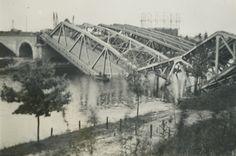 In mei 1940 werd Nijmegen bezet door de Duitsers. In de hoop de Duitse opmars richting Nederland te stoppen, blies het Nederlandse leger een aantal bruggen op. Bruggen waren vaak het doelwit omdat deze belangrijk waren voor het vervoer van personen en materiaal. Ook deze spoor- en voetbrug in Neerbosch werd verwoest.