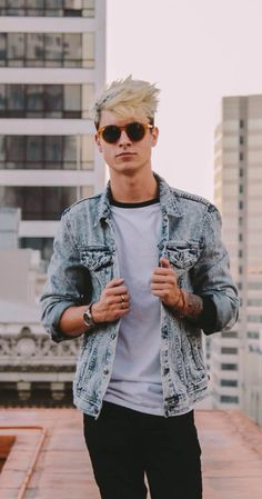 Kian Lawley, Actor: The Chosen. Kian Robert Lawley is an upcoming actor from Iowa, but he moved to California when he was 5. He started a YouTube channel with his best friend Sam Pottorff in 2010. Two years later he joined a collab channel called Our2ndLife (O2L) which ended 2014. He as over two million subscribers on his main channel and over three million subscribers on O2L. In 2015 he started a YouTube channel with his best ...