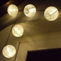 Wunderschön in der Nacht. Unsere Solarlichterkette. Für 13 Euro ein Schnäppchen 🤗