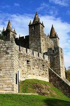 O seu lindo Castelo Medieval e as cores que pintam os seus jardins no Outono.